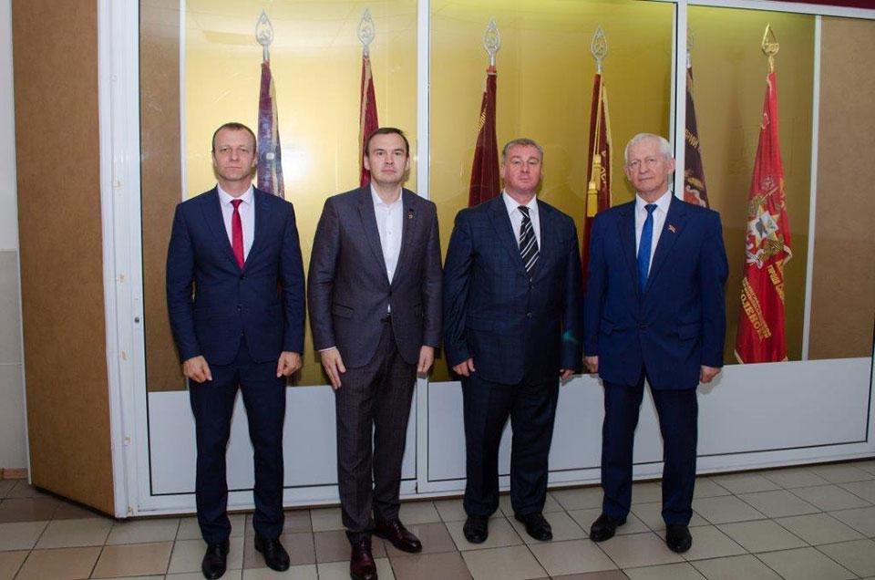 Кузнецов посетил с кандидатом в губернаторы полиграфкомбинат. Результат - в итогах выборов.